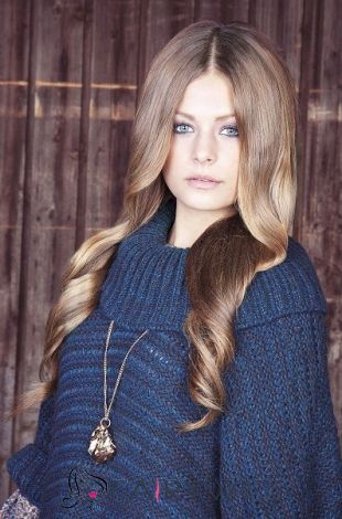 Lastest Trend Long Brown Female Wavy Celebrity Hairstyle 22 Inch