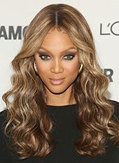 Online Wigs Long Blonde Female Tyra Wavy Celebrity Hairstyle 20 Inch