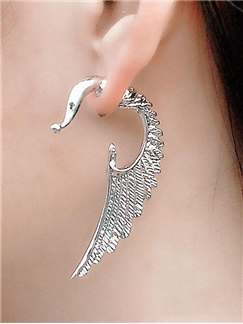 Fashionable Angel Wings Shaped Alloy Earrings